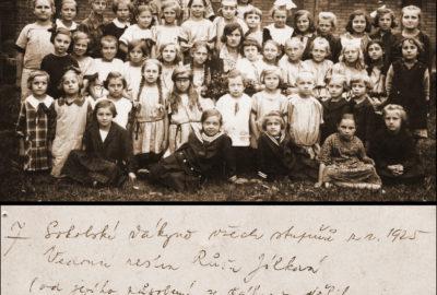 Sokolské žákyně rok 1925 s vedoucí sestrou Růžou Jílkovou